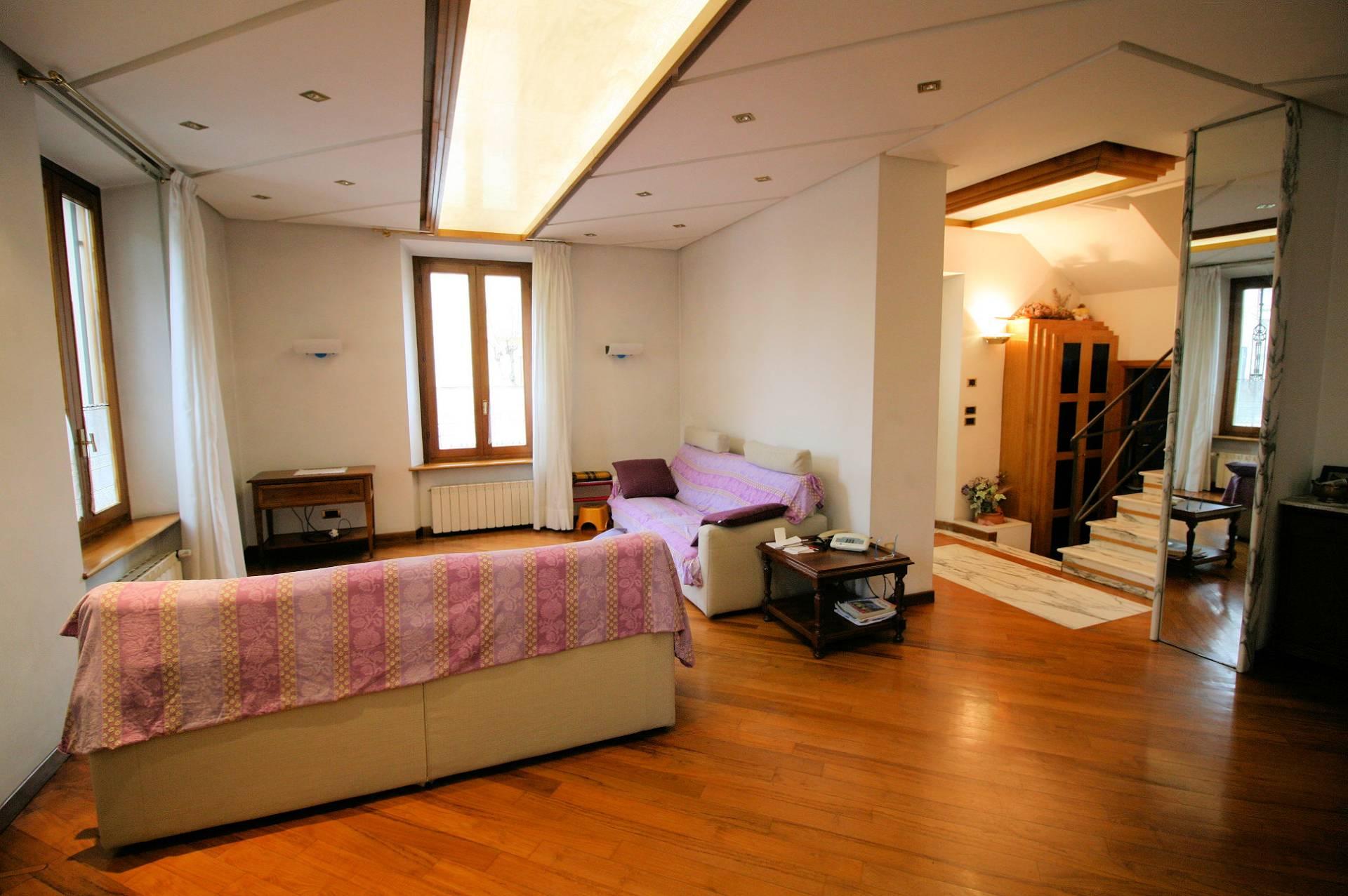 Villa Bifamiliare in vendita a Montecatini-Terme, 9 locali, prezzo € 590.000   Cambio Casa.it