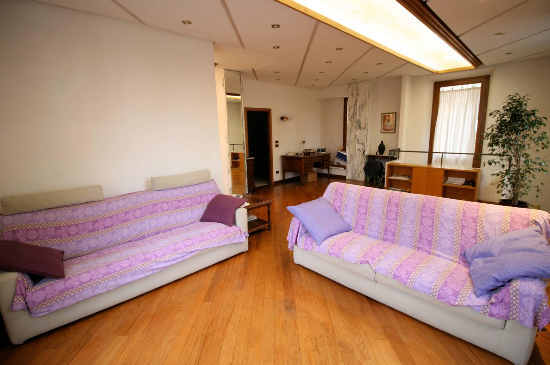 Villa Bifamiliare in vendita a Montecatini-Terme, 9 locali, prezzo € 590.000   CambioCasa.it