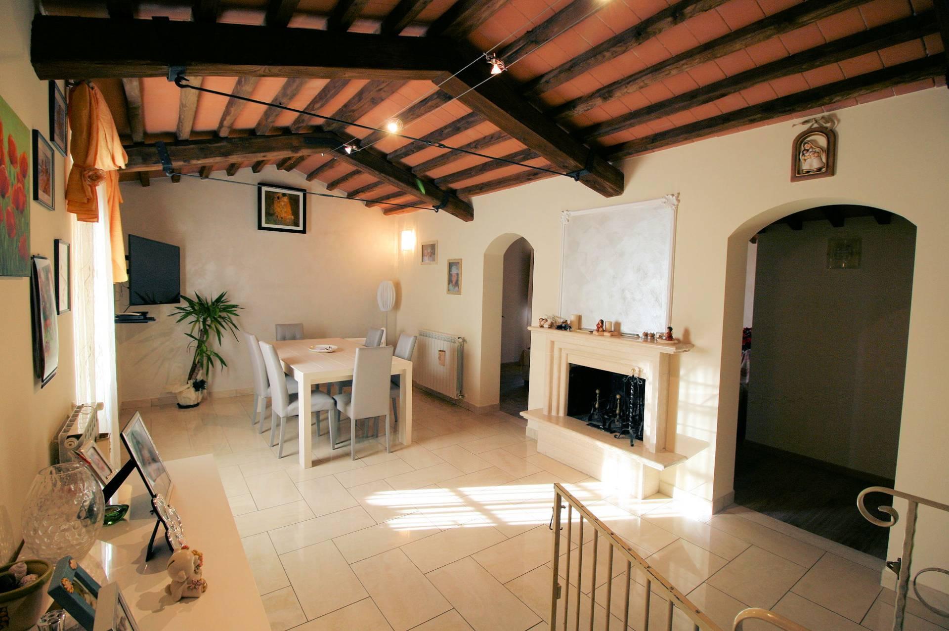 Rustico / Casale in vendita a Pescia, 5 locali, prezzo € 350.000 | Cambio Casa.it