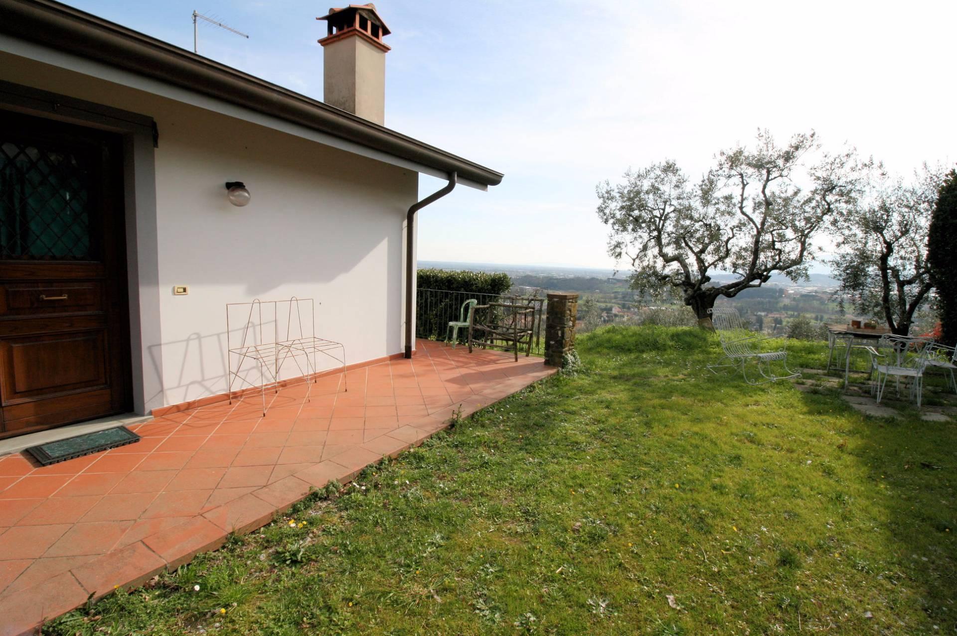 Villa in vendita a Buggiano, 7 locali, prezzo € 490.000 | Cambio Casa.it