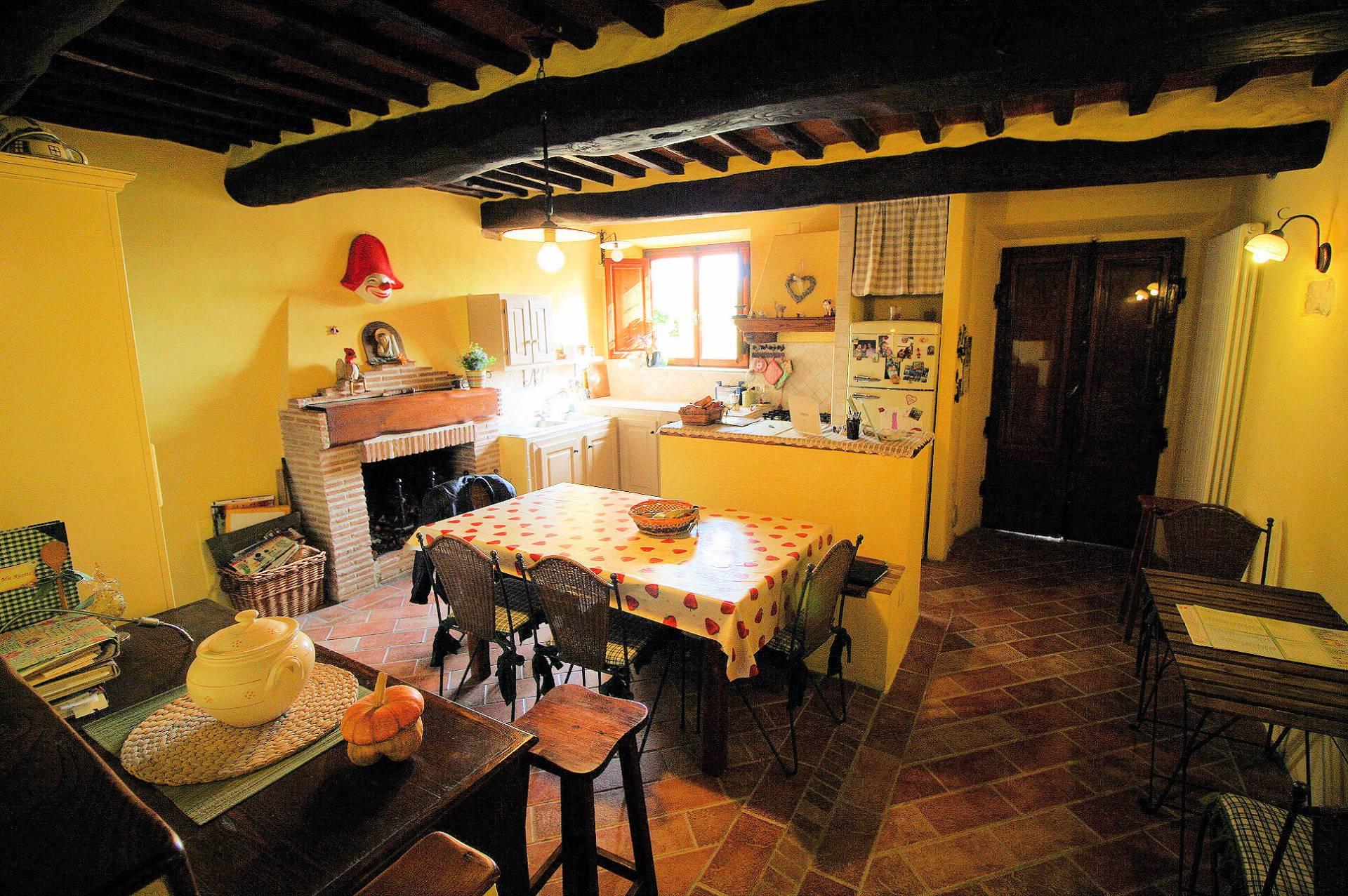Rustico / Casale in vendita a Massarosa, 6 locali, prezzo € 245.000 | Cambio Casa.it