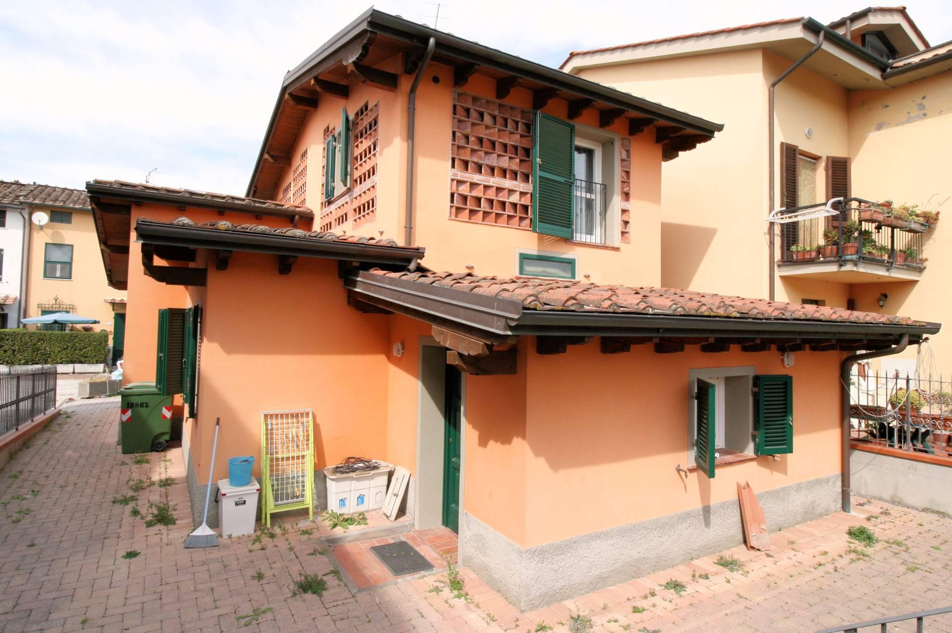 Villa in vendita a Lucca, 6 locali, zona Località: SanFilippo, prezzo € 270.000 | Cambio Casa.it