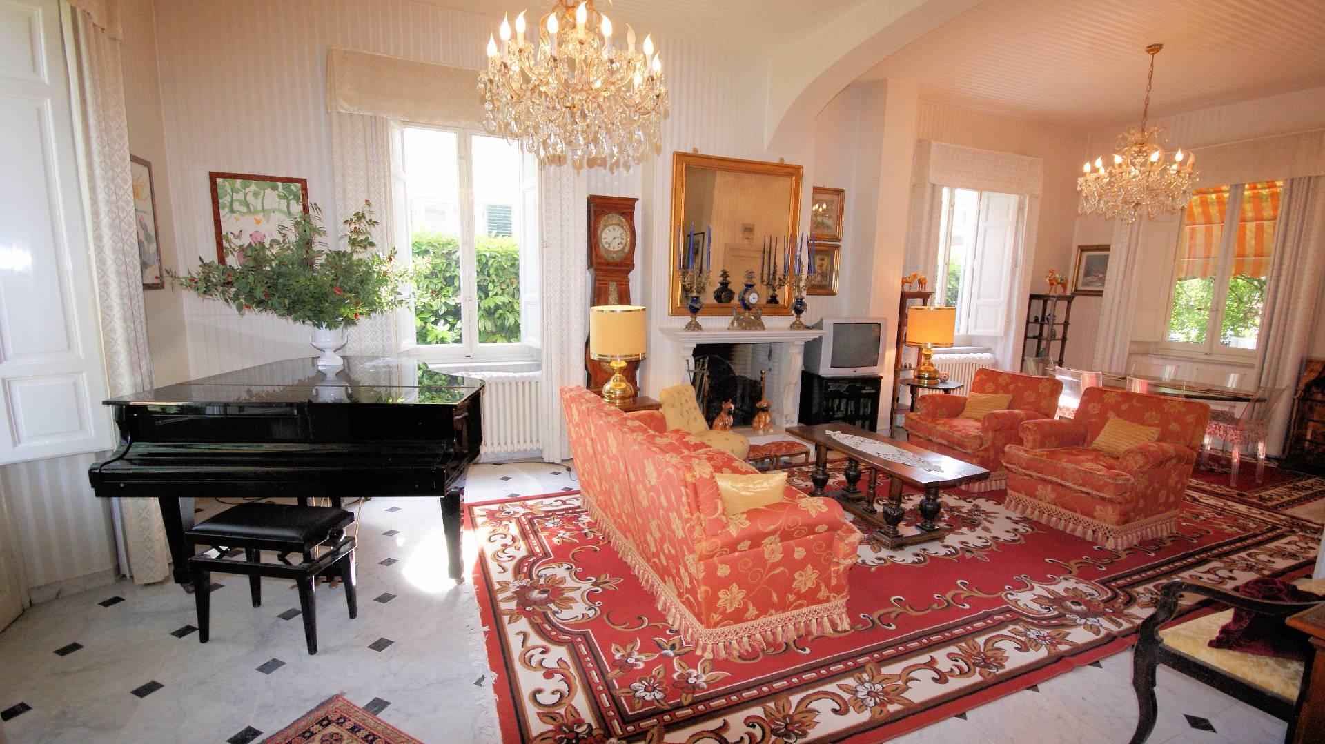 Villa in vendita a Lucca, 10 locali, Trattative riservate | Cambio Casa.it