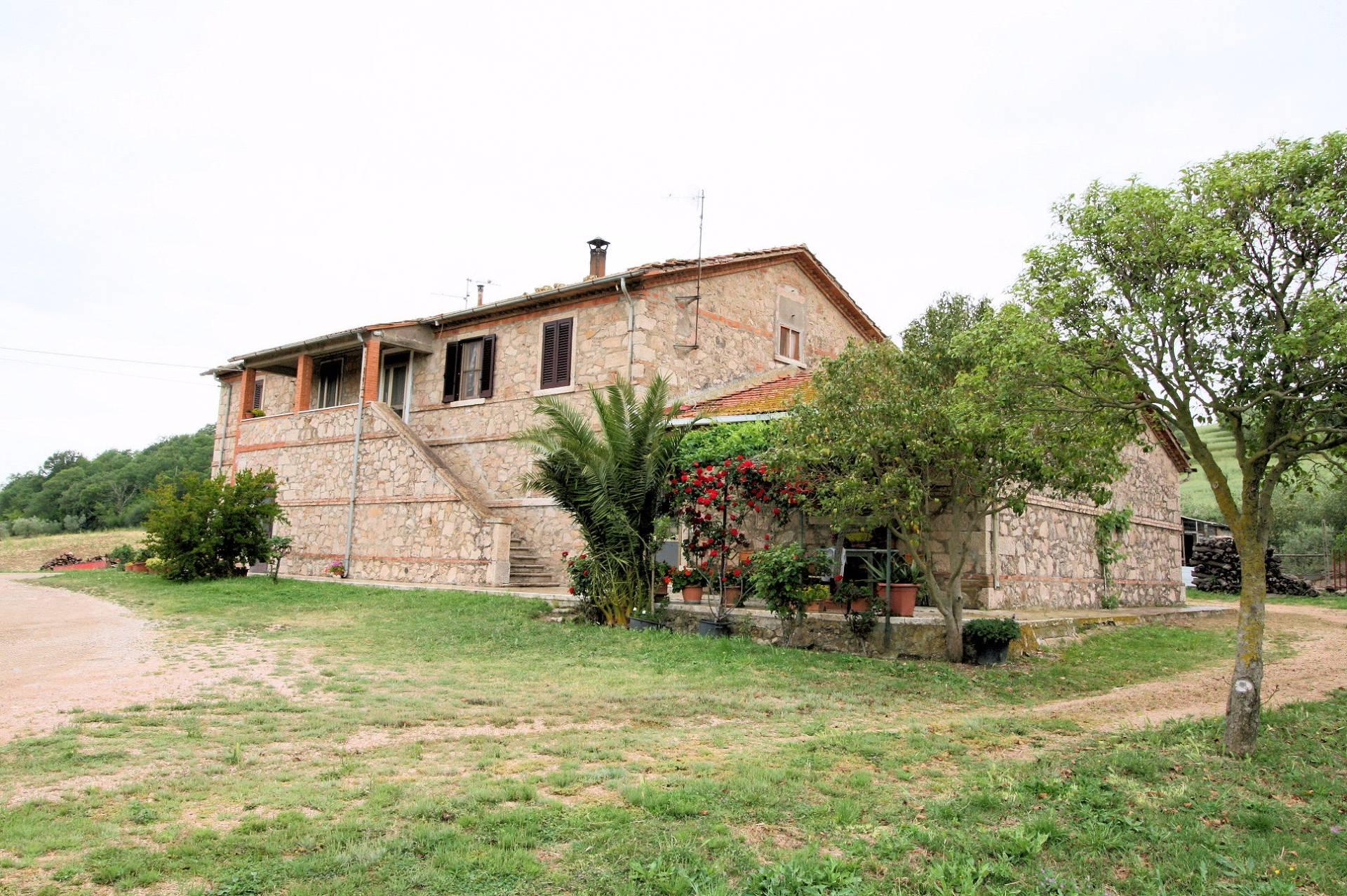 Rustico / Casale in vendita a Manciano, 7 locali, prezzo € 295.000 | CambioCasa.it