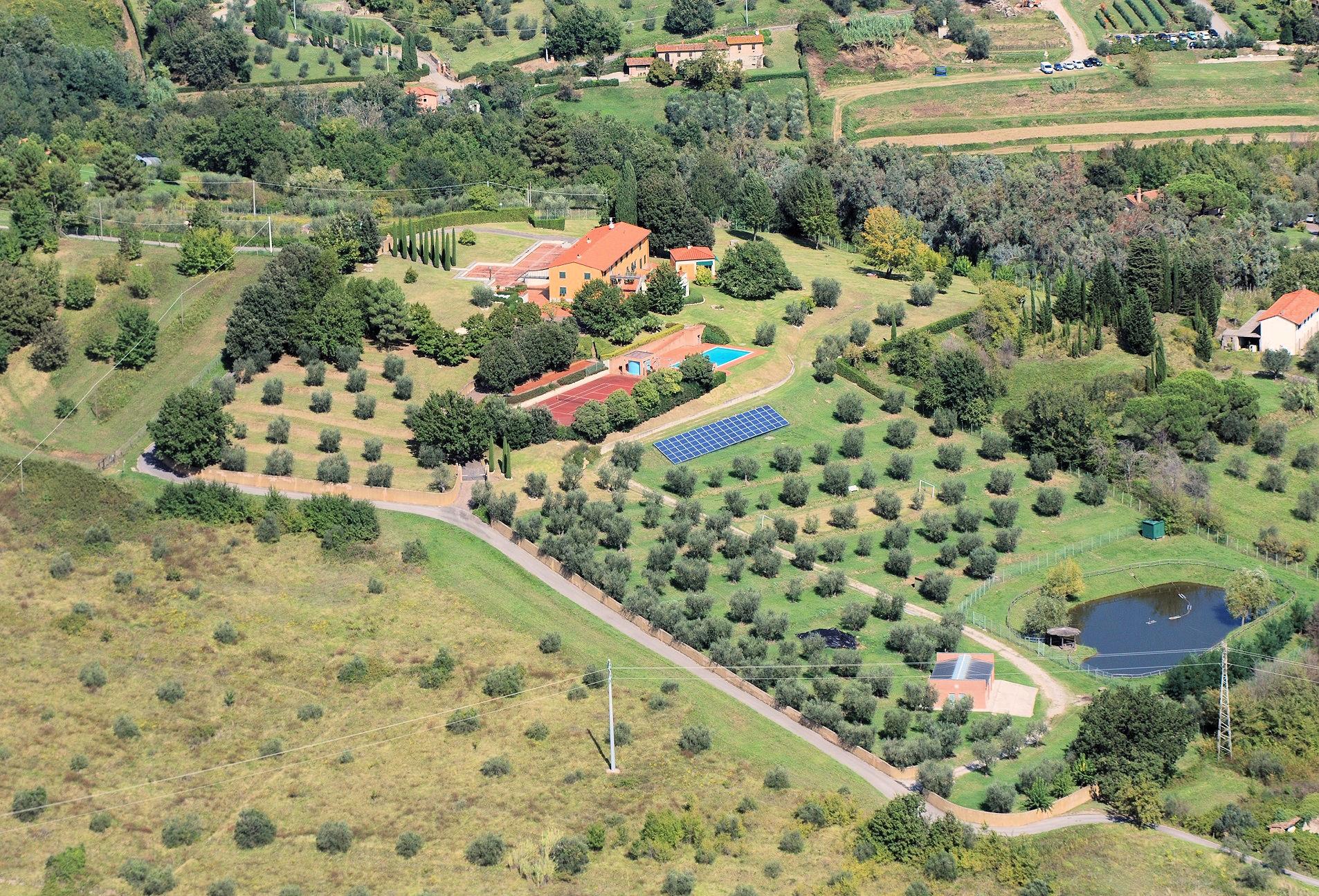 Rustico / Casale in vendita a Pescia, 17 locali, Trattative riservate | CambioCasa.it
