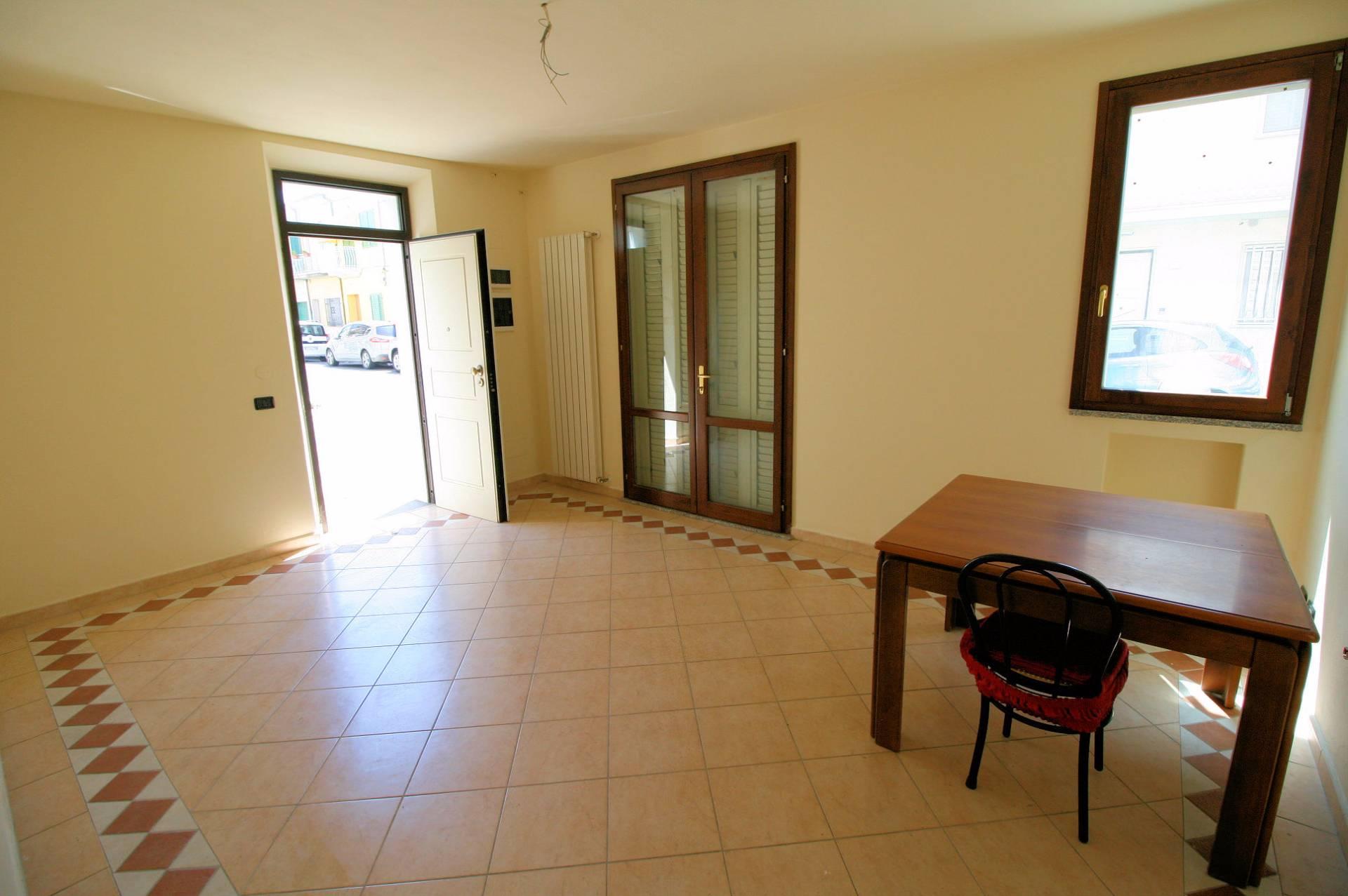 Appartamento in vendita a Viareggio, 4 locali, prezzo € 290.000 | Cambio Casa.it