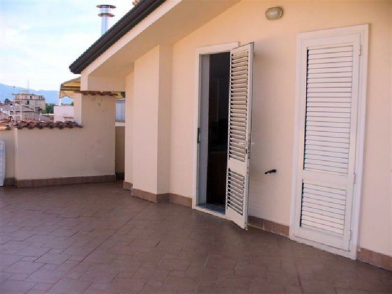 Appartamento in vendita a Viareggio, 4 locali, prezzo € 550.000 | Cambio Casa.it