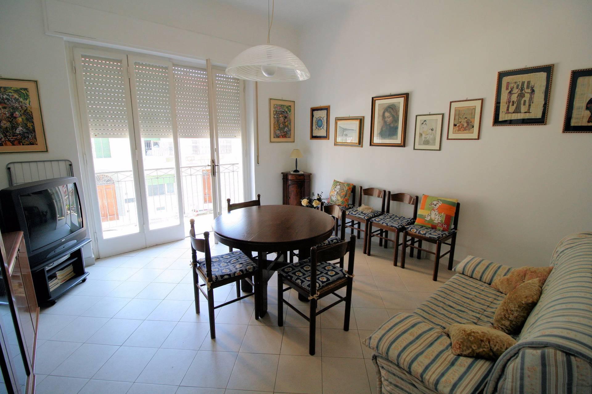 Appartamento in vendita a Viareggio, 4 locali, prezzo € 319.000 | Cambio Casa.it