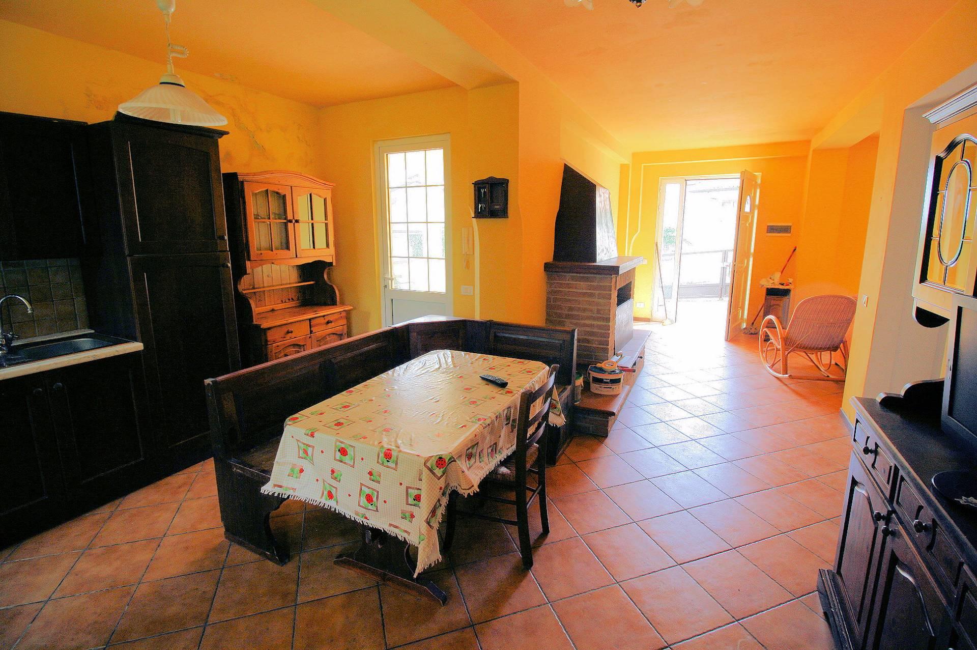 Appartamento in vendita a Massarosa, 5 locali, zona Zona: Massarosa, prezzo € 189.000 | Cambio Casa.it