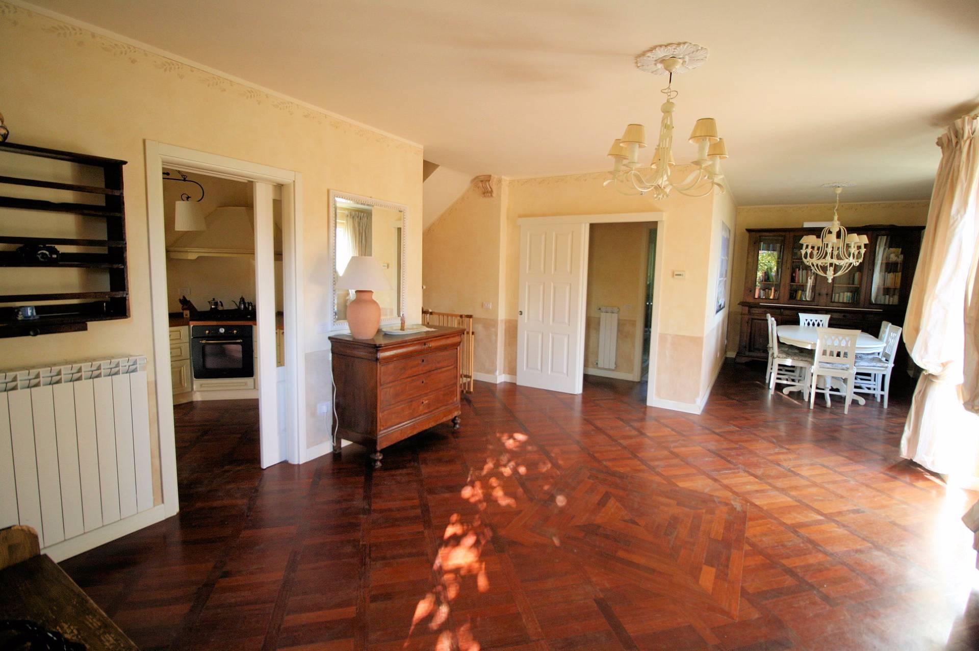 Villa in vendita a Massarosa, 8 locali, zona Zona: Bargecchia, prezzo € 470.000 | Cambio Casa.it