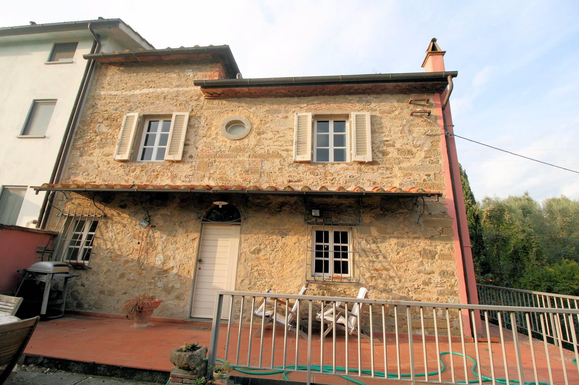 Rustico / Casale in Vendita a Lamporecchio