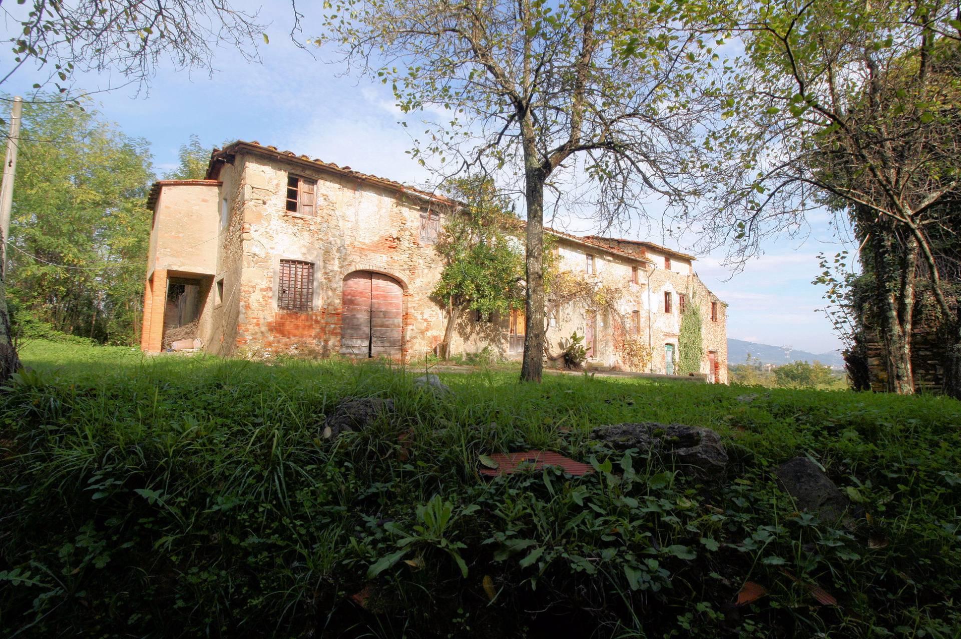 Rustico / Casale in vendita a Pescia, 25 locali, prezzo € 420.000 | CambioCasa.it