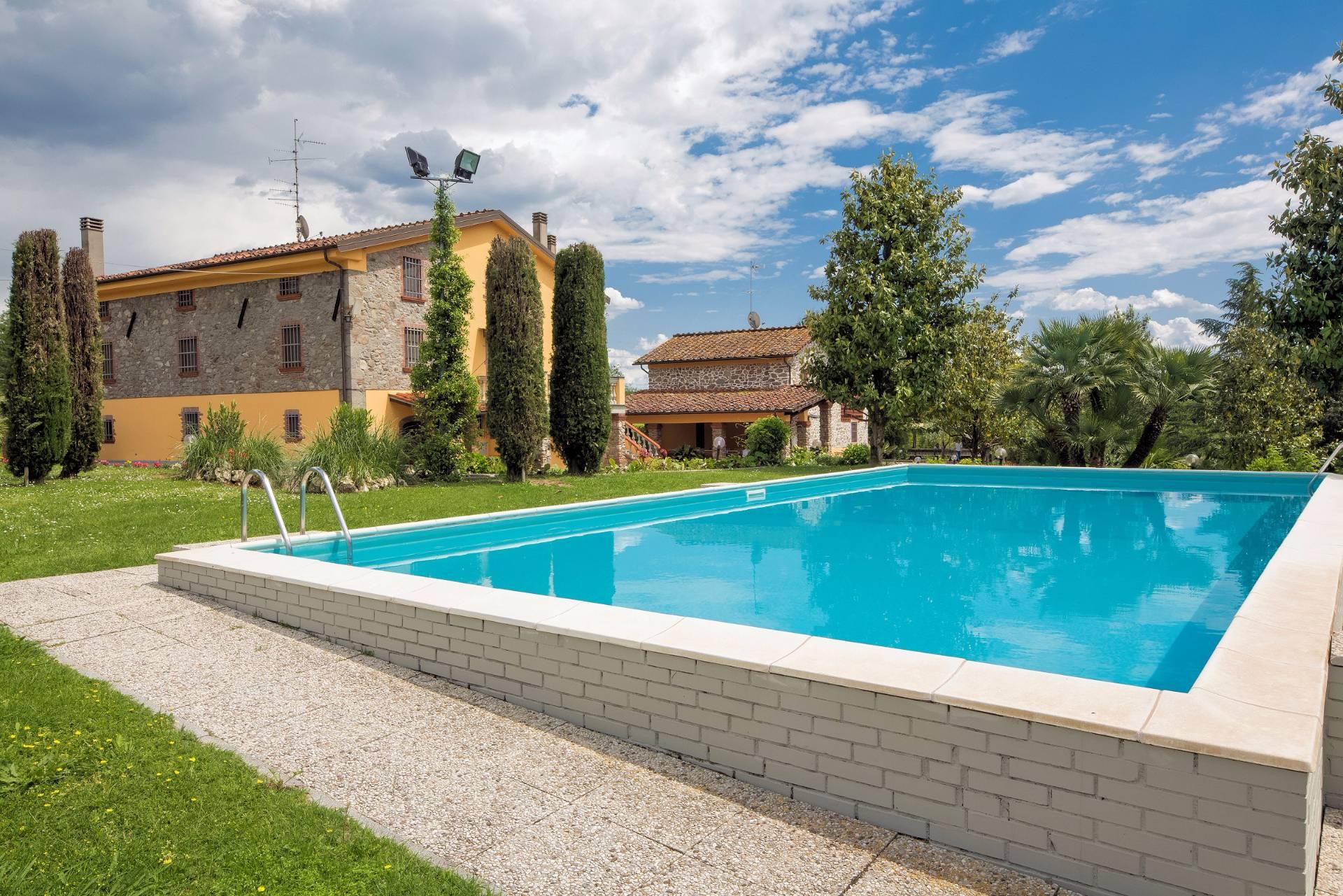 Rustico / Casale in vendita a Capannori, 20 locali, zona Zona: Gragnano, Trattative riservate | Cambio Casa.it