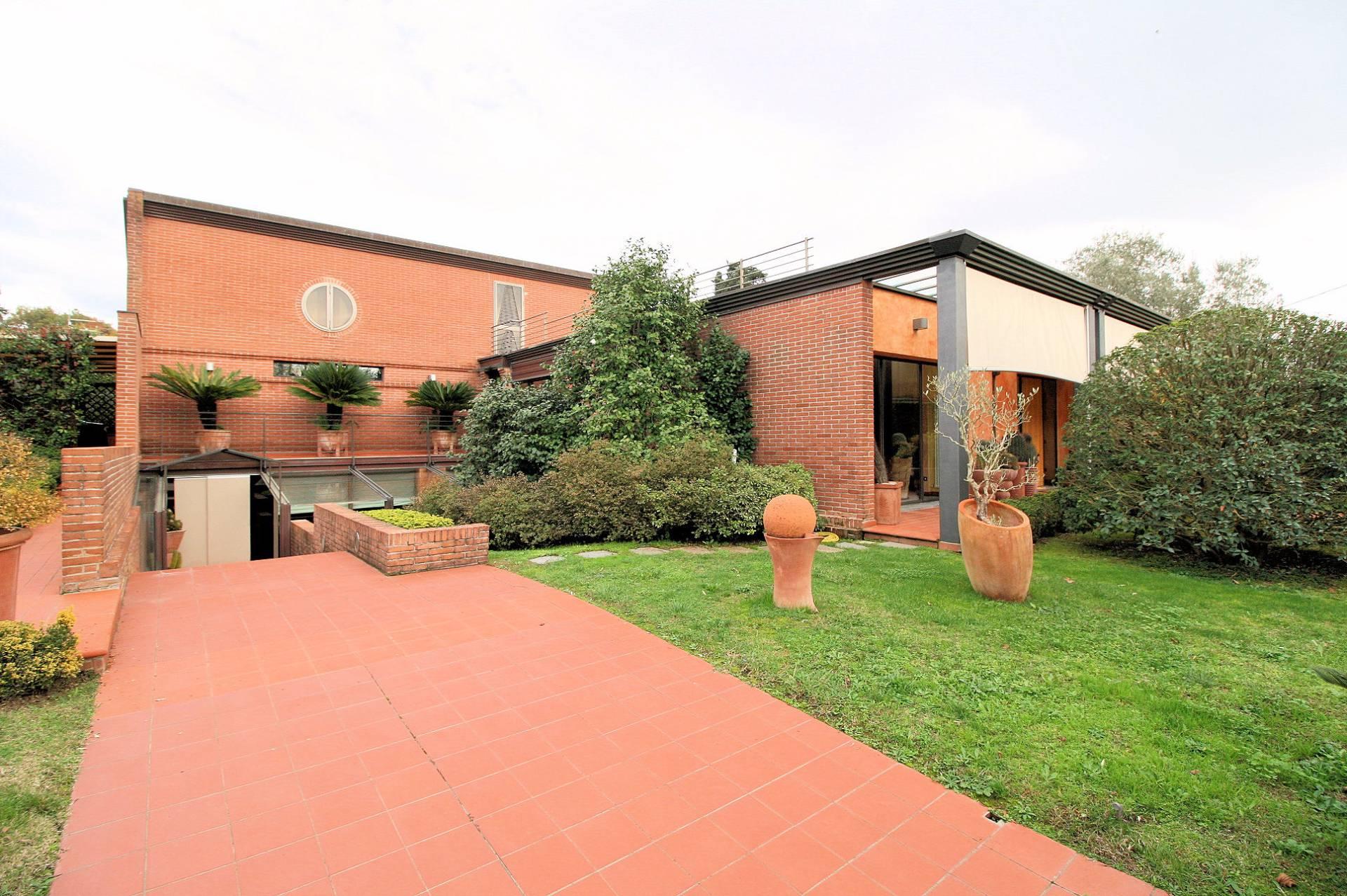 Villa in vendita a Lucca, 9 locali, prezzo € 820.000 | Cambio Casa.it