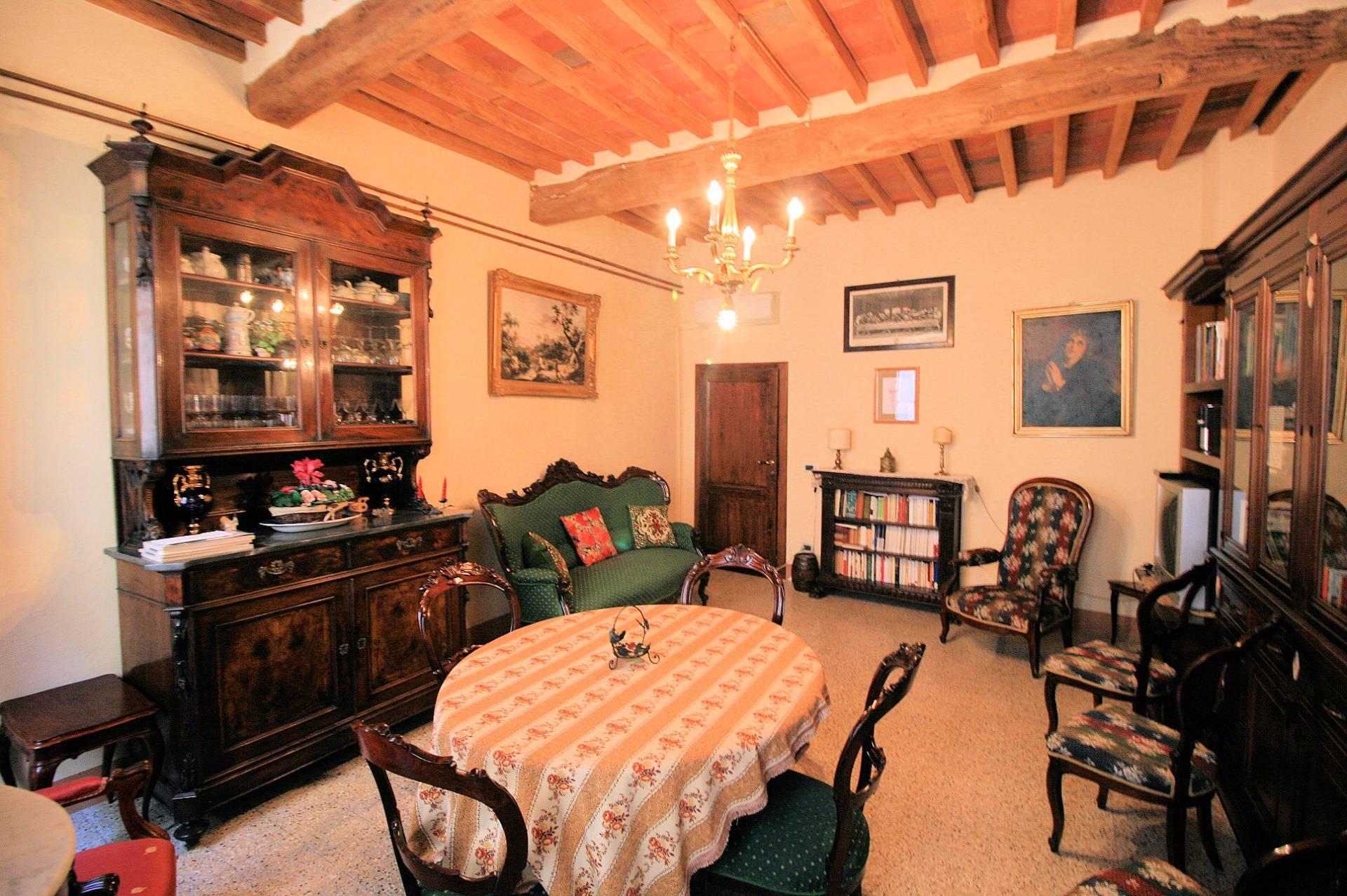 Palazzo / Stabile in vendita a Montecarlo, 14 locali, prezzo € 650.000 | Cambio Casa.it