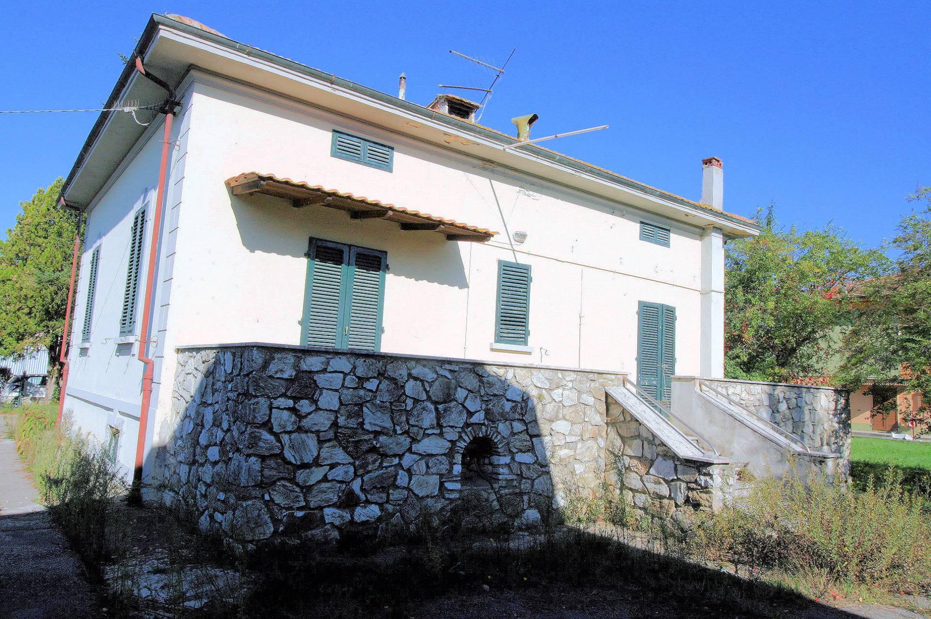 Soluzione Indipendente in vendita a Altopascio, 8 locali, zona Zona: Spianate, prezzo € 259.000 | Cambio Casa.it
