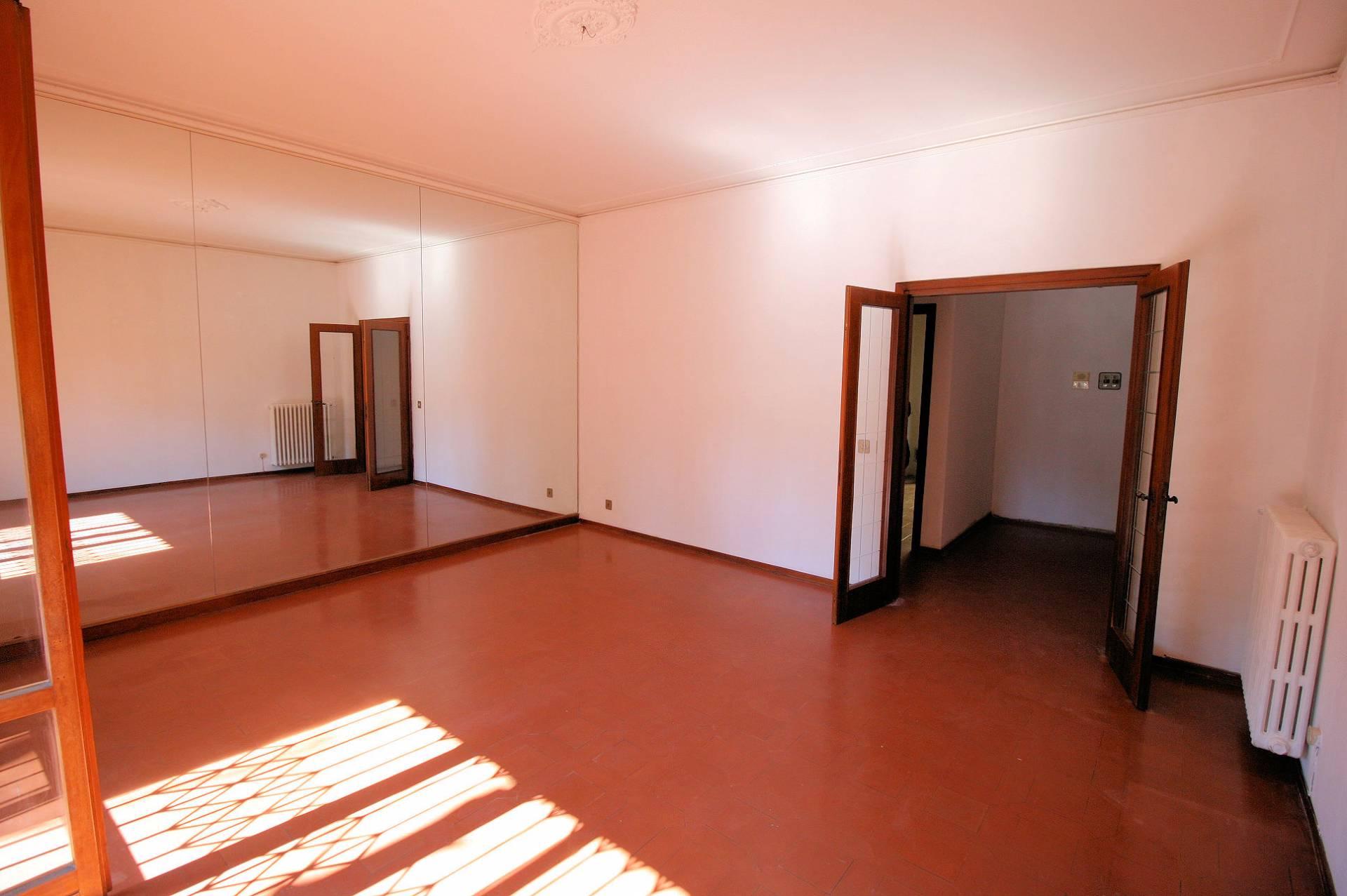 Appartamento in vendita a Montecatini-Terme, 5 locali, prezzo € 189.000 | CambioCasa.it