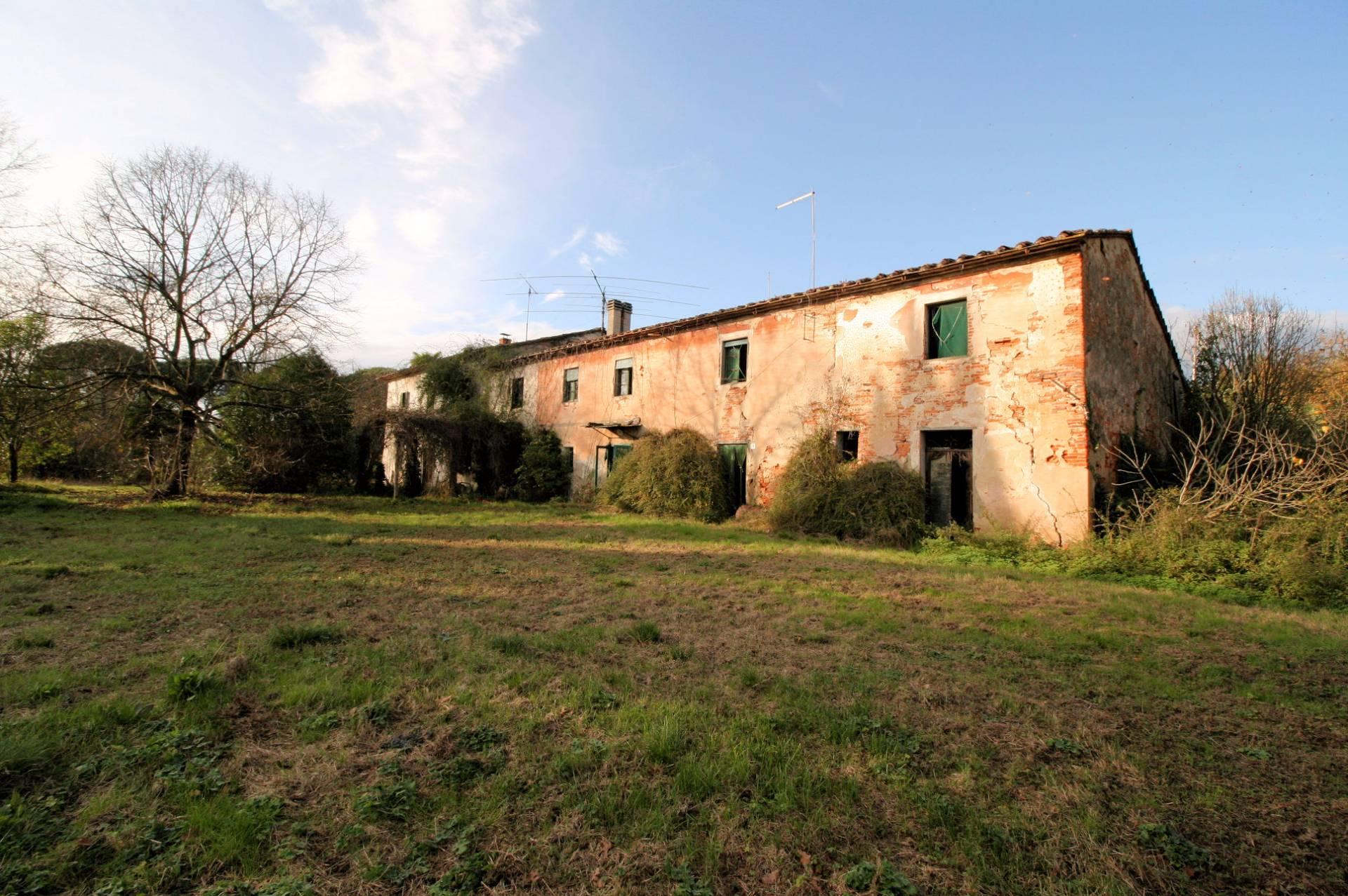 Rustico / Casale in vendita a Altopascio, 25 locali, zona Zona: Spianate, prezzo € 290.000 | CambioCasa.it