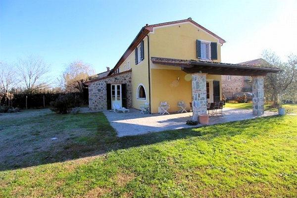 Rustico / Casale in vendita a Castelfranco di Sotto, 8 locali, zona Zona: Orentano, prezzo € 450.000 | CambioCasa.it