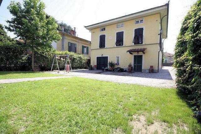 Villa in vendita a Lucca, 12 locali, zona Località: SanMarco, prezzo € 515.000 | CambioCasa.it