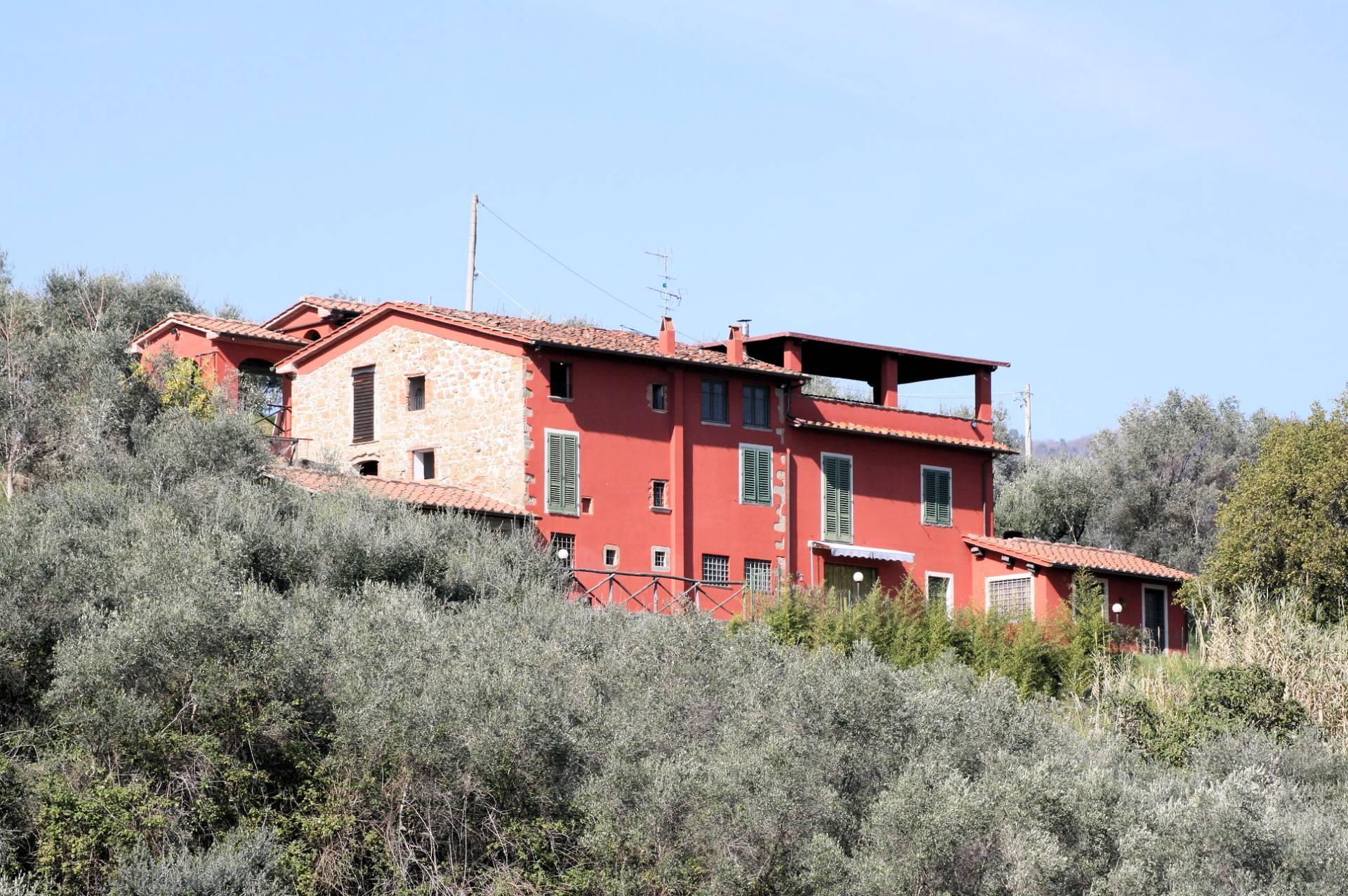 Rustico / Casale in vendita a Buggiano, 10 locali, prezzo € 520.000 | CambioCasa.it