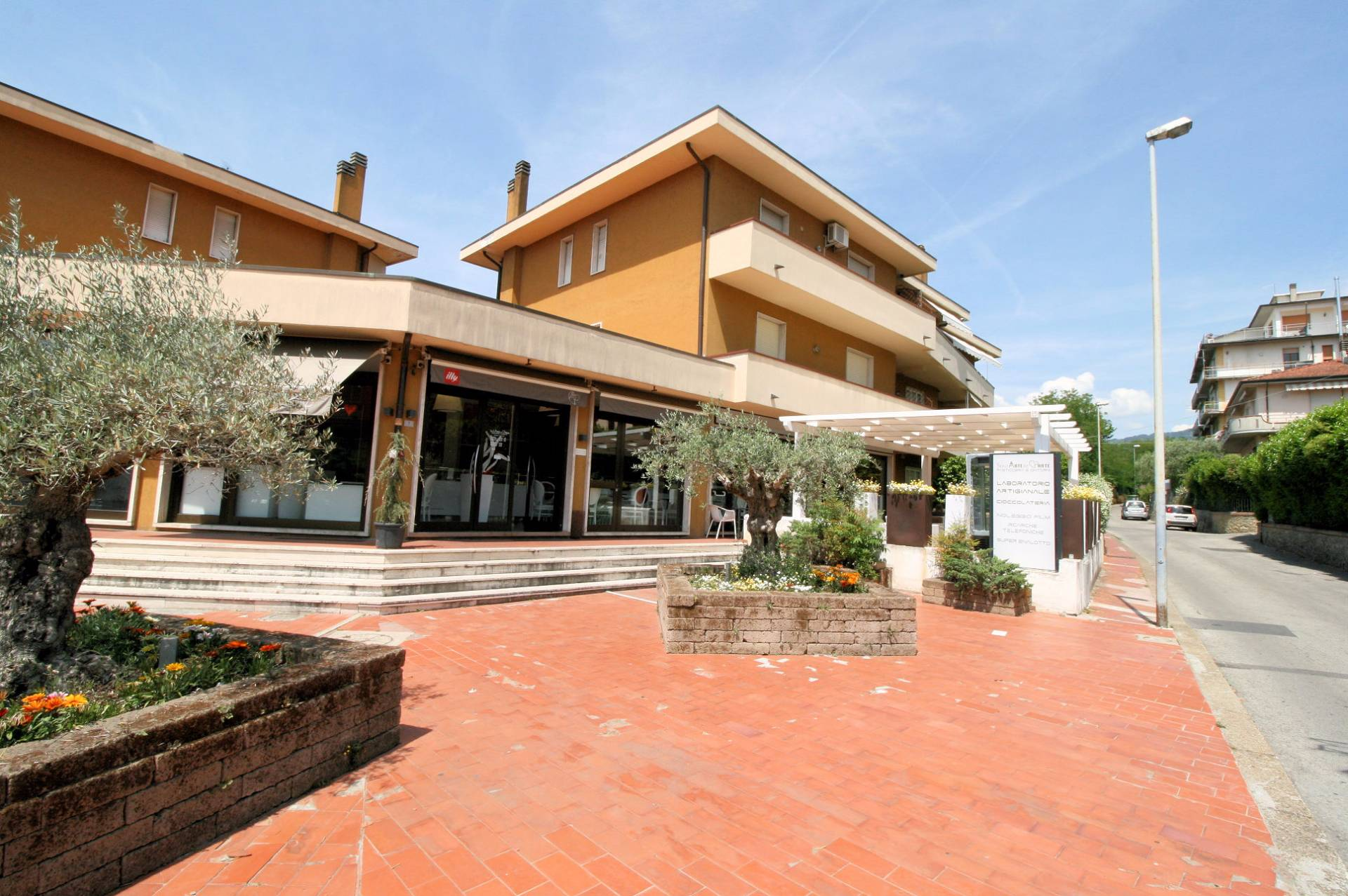 Bar in vendita a Massa e Cozzile, 9999 locali, zona Località: MargineCoperta, Trattative riservate | CambioCasa.it