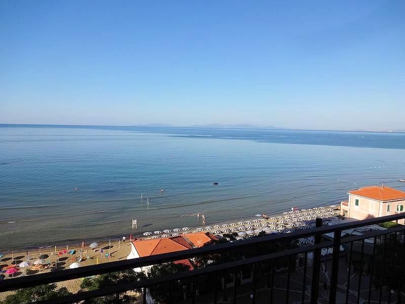 Appartamento in vendita a Follonica, 6 locali, prezzo € 350.000 | CambioCasa.it