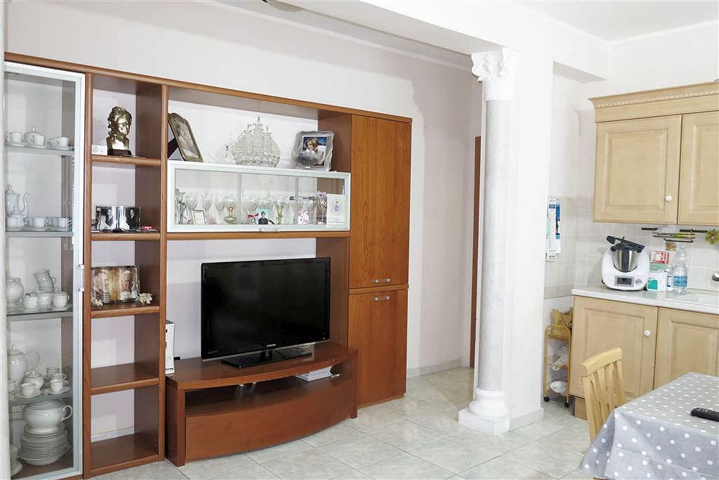 Appartamento in vendita a Follonica, 4 locali, prezzo € 260.000 | CambioCasa.it