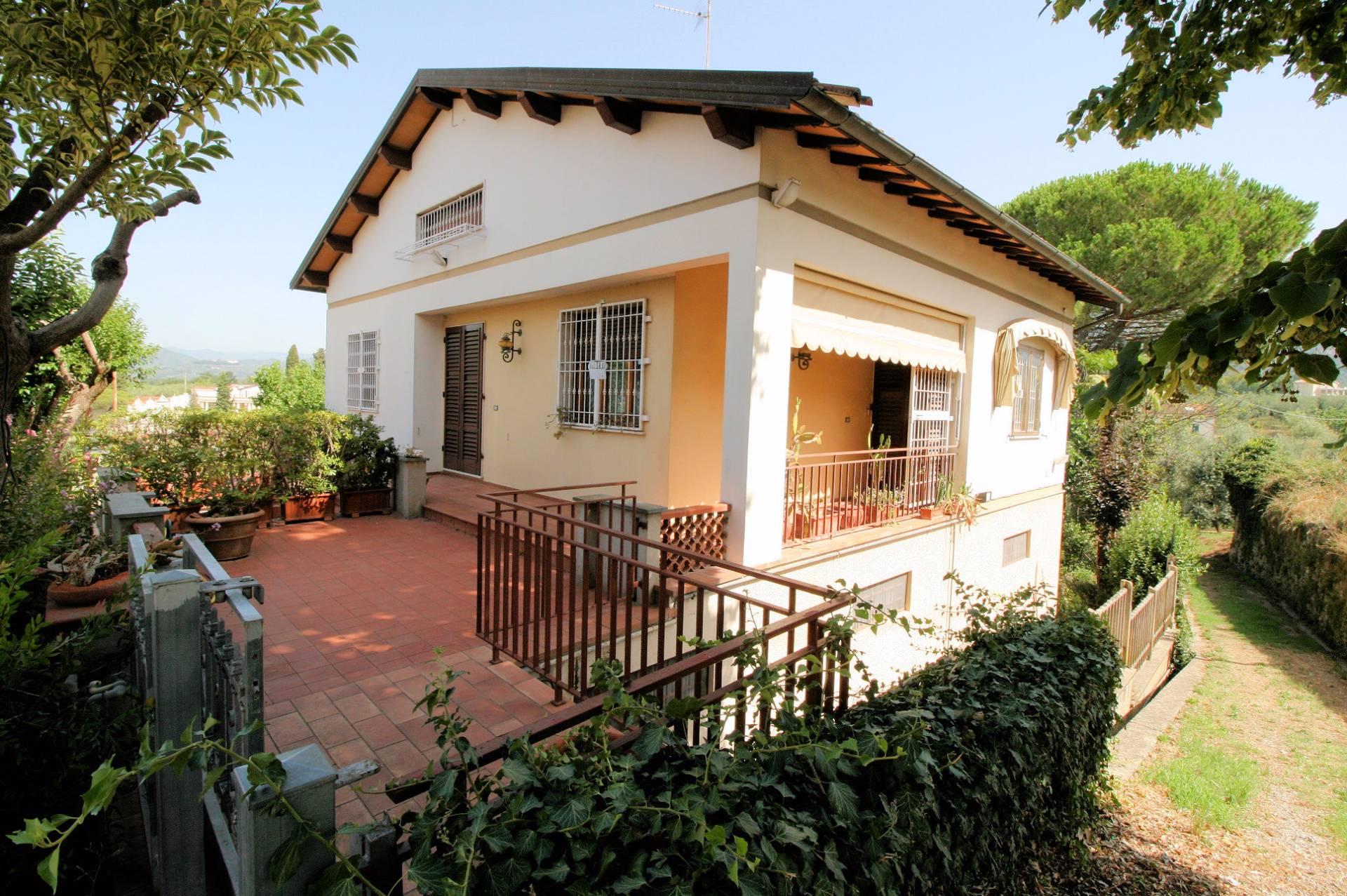 Soluzione Indipendente in vendita a Larciano, 8 locali, prezzo € 250.000 | CambioCasa.it