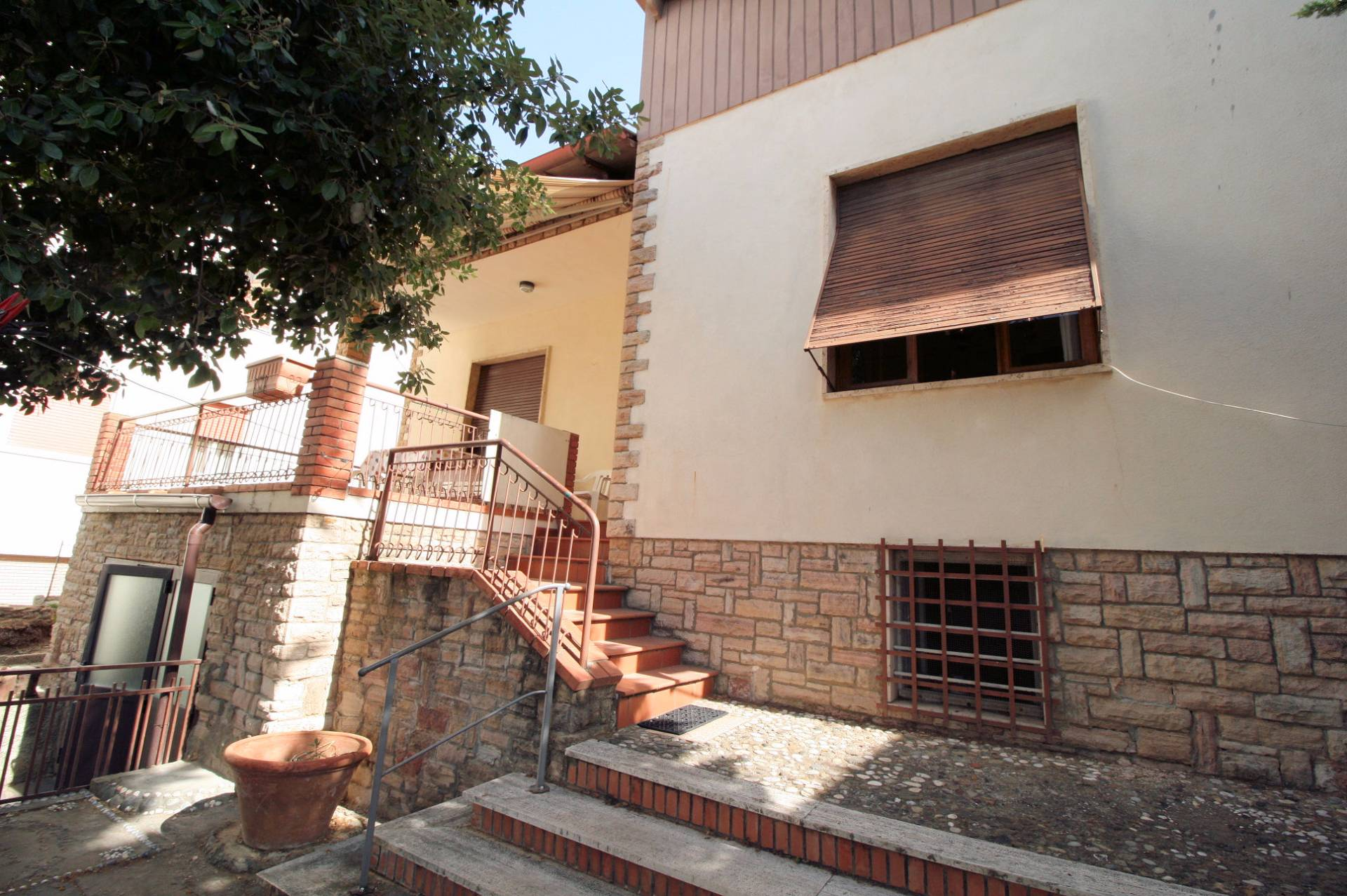 Villa in vendita a San Vincenzo, 5 locali, prezzo € 360.000 | CambioCasa.it