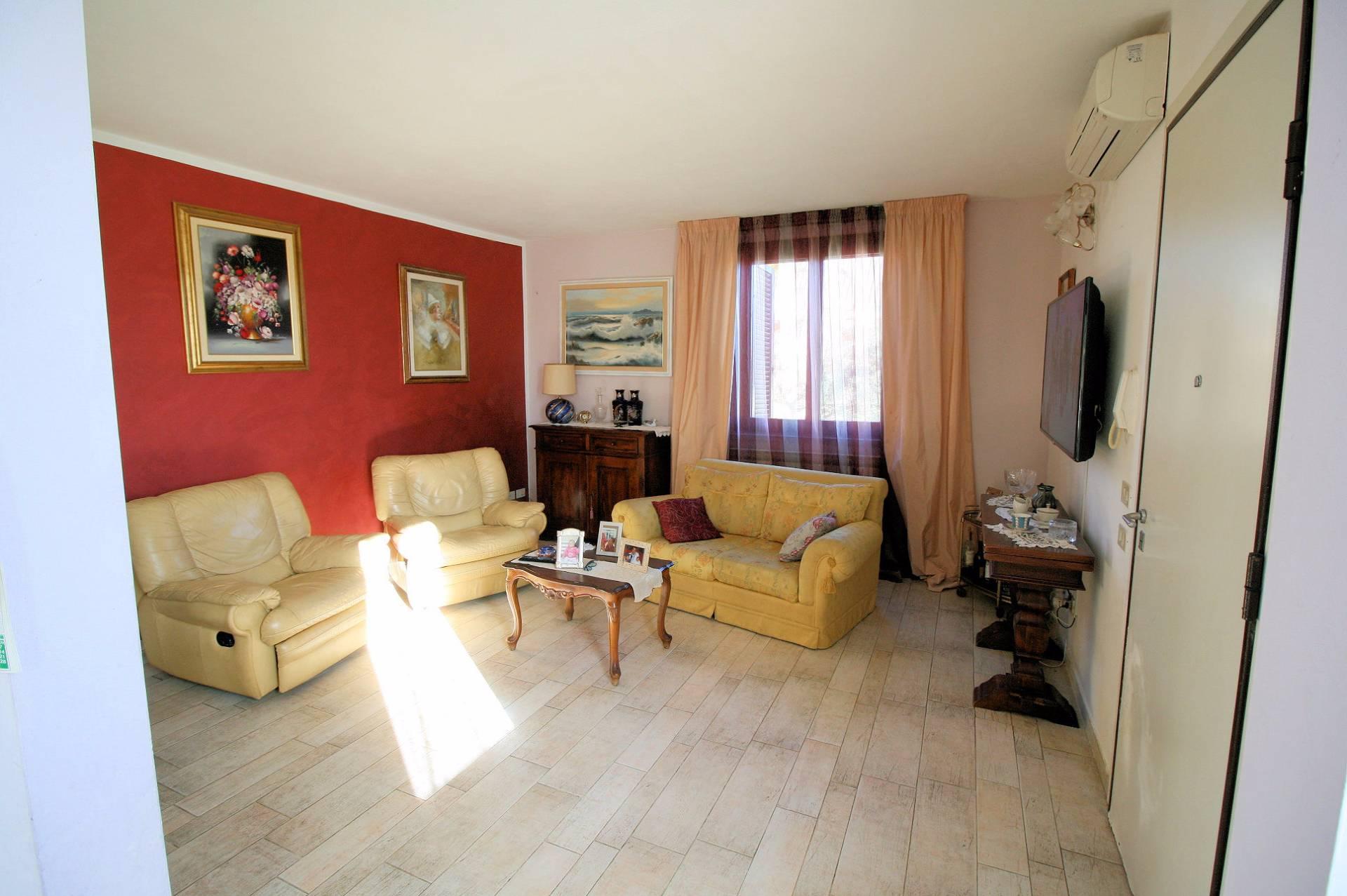 Appartamento in vendita a San Vincenzo, 5 locali, prezzo € 275.000 | CambioCasa.it