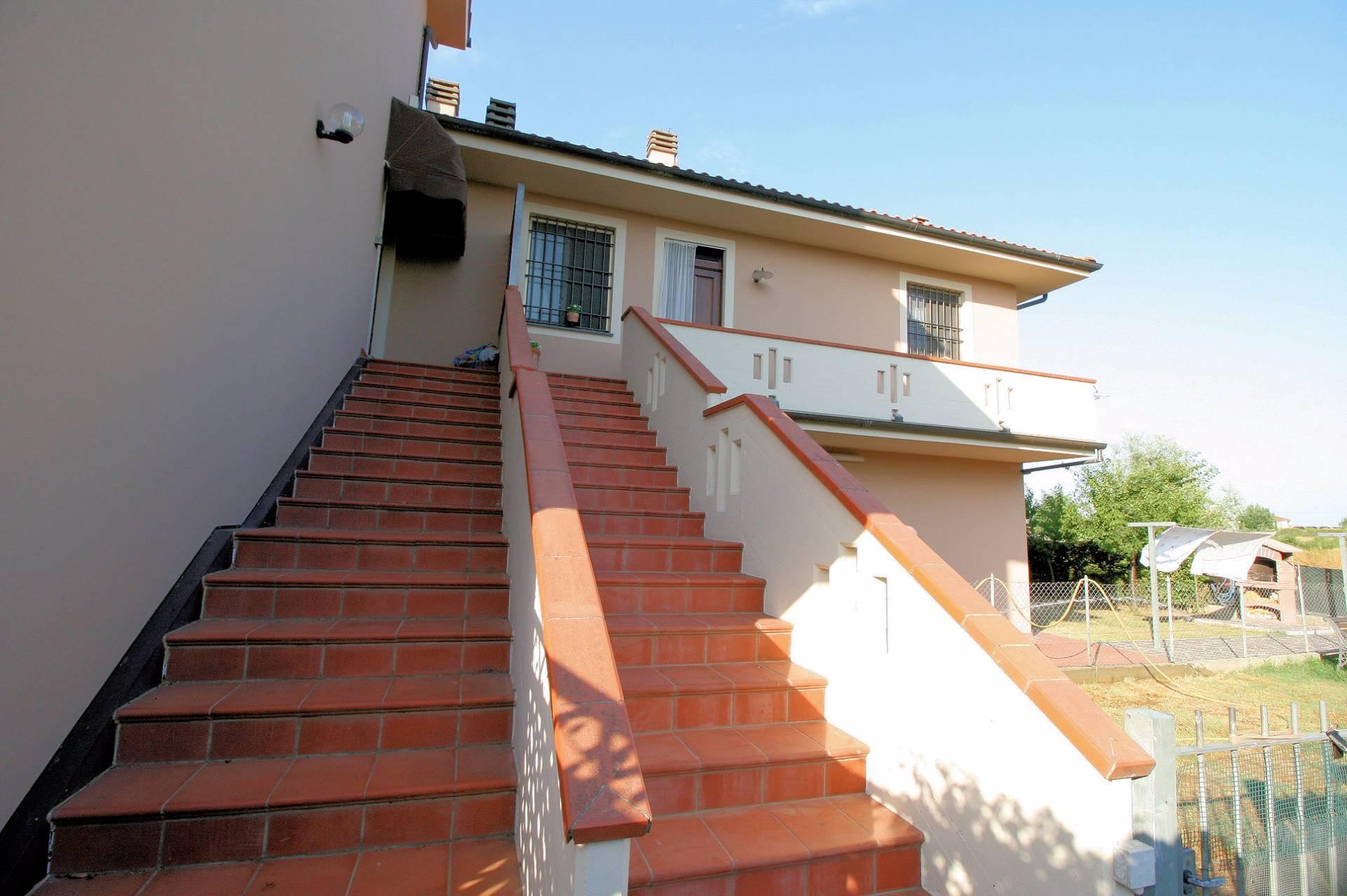 Appartamento in vendita a Altopascio, 8 locali, prezzo € 195.000 | CambioCasa.it