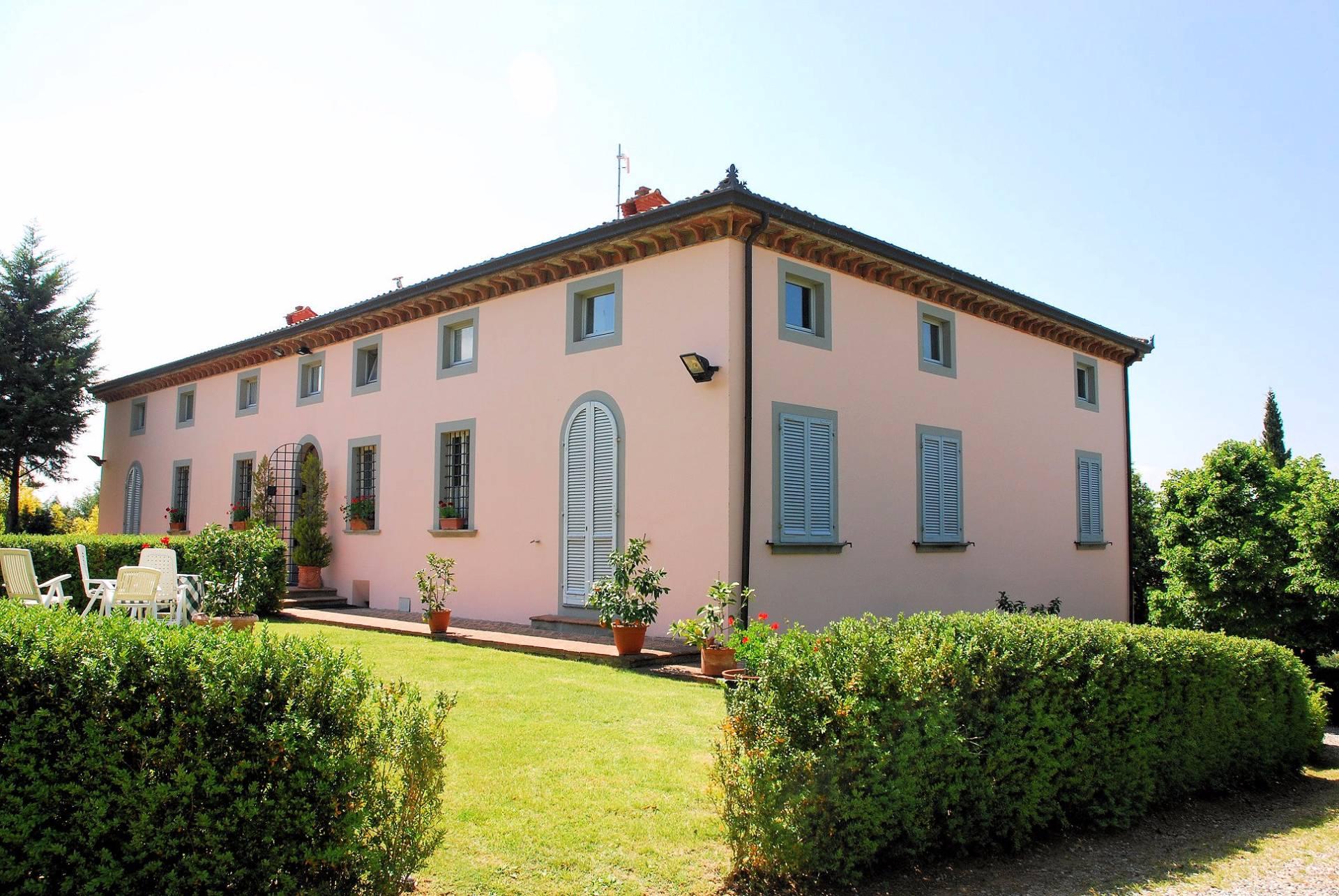Villa in vendita a Capannori, 19 locali, Trattative riservate | CambioCasa.it