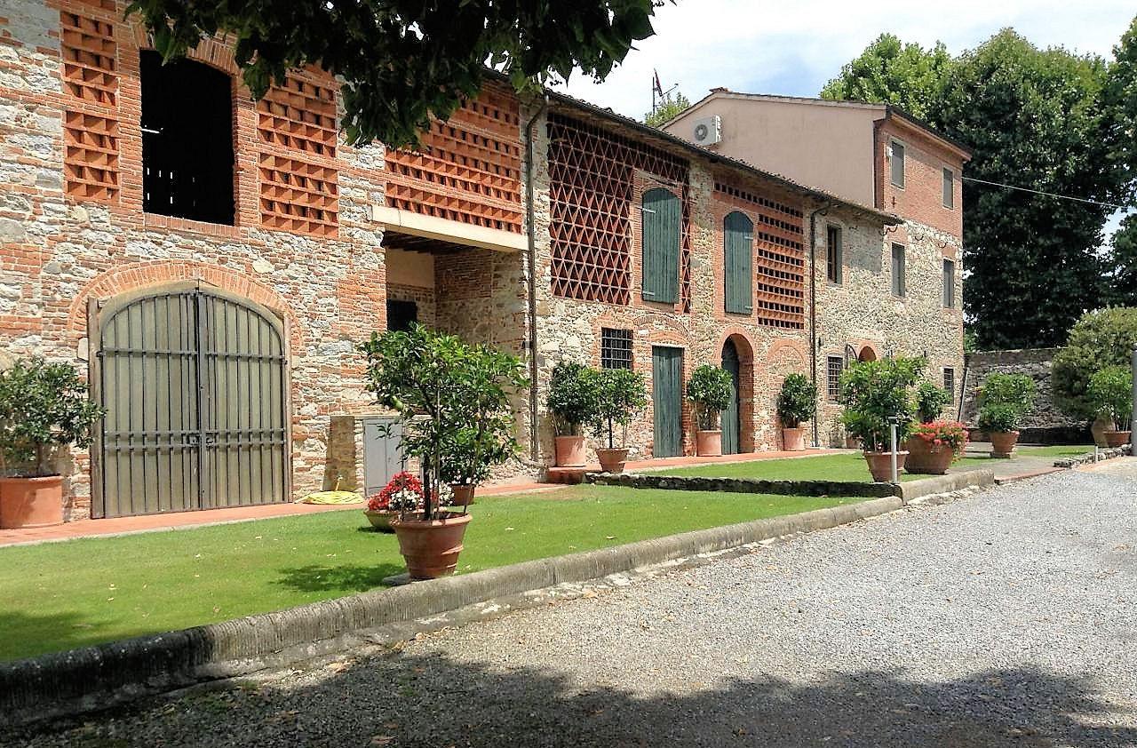 Rustico / Casale in vendita a Lucca, 18 locali, prezzo € 1.550.000 | CambioCasa.it