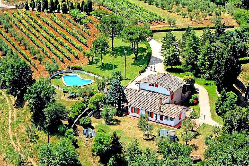 Villa in vendita a Poggibonsi, 8 locali, prezzo € 900.000 | CambioCasa.it