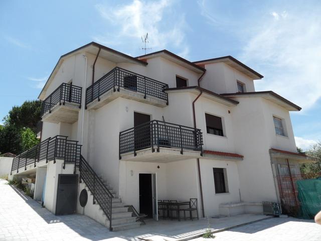Villa vendita LARINO (CB) - 7 LOCALI - 220 MQ