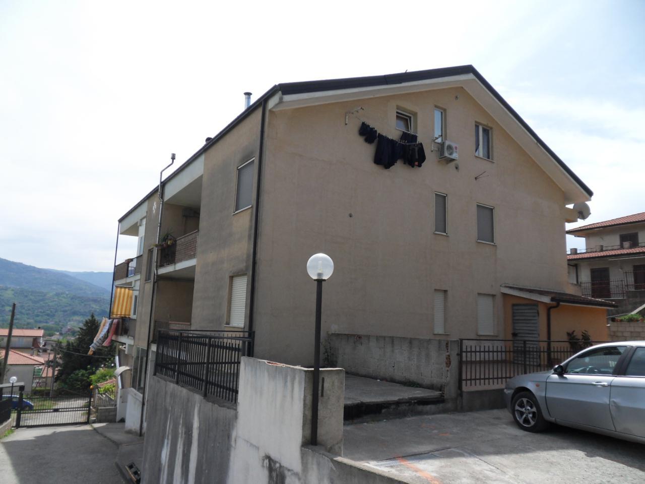 Appartamento in vendita a Montalto Uffugo, 8 locali, prezzo € 170.000 | Cambio Casa.it
