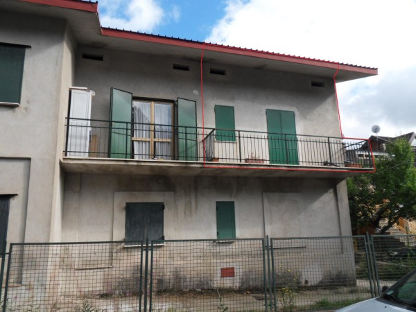 Appartamento in vendita a Spezzano della Sila, 4 locali, zona Località: CamigliatelloSilano, prezzo € 33.000 | CambioCasa.it