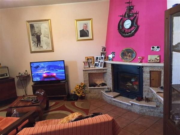 Soluzione Indipendente in vendita a Domanico, 10 locali, prezzo € 150.000 | Cambio Casa.it