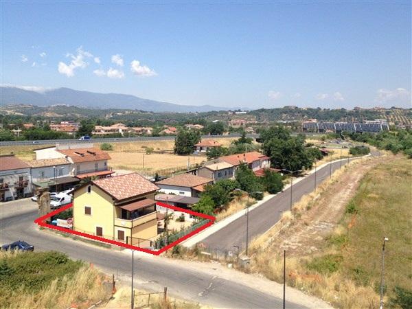 Villa in vendita a Rende, 6 locali, zona Zona: Quattromiglia, prezzo € 230.000 | CambioCasa.it