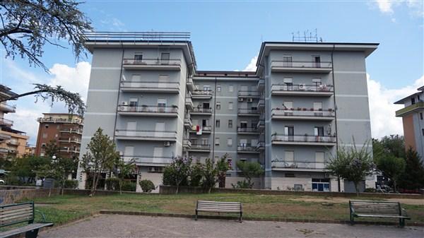Appartamento in affitto a Rende, 5 locali, zona Zona: Roges, prezzo € 450 | Cambio Casa.it