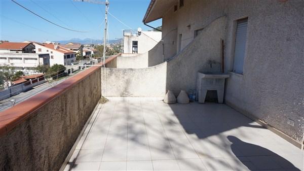 Appartamento in vendita a Falconara Albanese, 5 locali, zona Zona: Torremezzo, prezzo € 39.000 | Cambio Casa.it