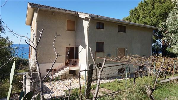 Soluzione Indipendente in vendita a San Lucido, 20 locali, prezzo € 179.000 | CambioCasa.it