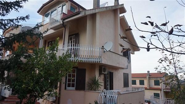 Villa in vendita a Mendicino, 9 locali, zona Zona: Tivolille, prezzo € 250.000 | Cambio Casa.it