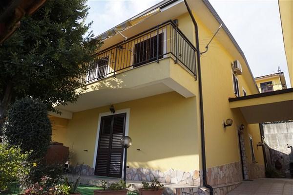Villa a Schiera in vendita a Mendicino, 7 locali, prezzo € 165.000 | Cambio Casa.it