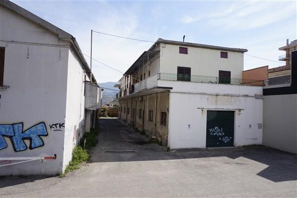 Appartamento in vendita a Rende, 5 locali, zona Zona: Quattromiglia, prezzo € 63.000 | CambioCasa.it