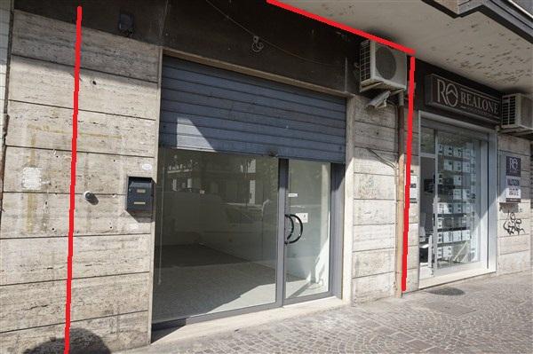 Negozio / Locale in affitto a Rende, 9999 locali, zona Zona: Roges, prezzo € 600 | CambioCasa.it
