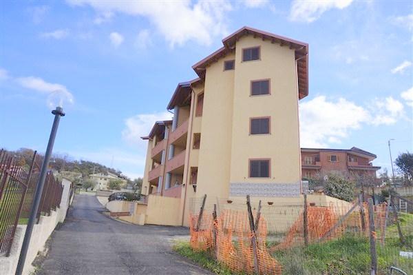 Appartamento in vendita a Mendicino, 5 locali, zona Zona: Tivolille, prezzo € 100.000   CambioCasa.it