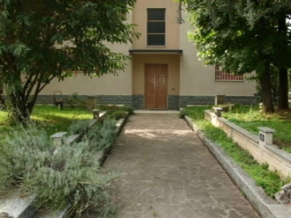 Capannone in vendita a Solaro, 9999 locali, Trattative riservate | Cambio Casa.it