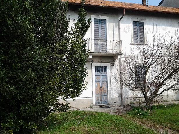 Soluzione Indipendente in vendita a Limbiate, 4 locali, zona Zona: Mombello, prezzo € 120.000 | Cambio Casa.it